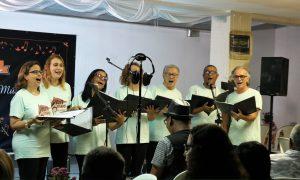 Coral Artmed encantou os participantes com entoando quatro canções