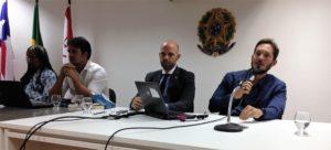 Illan Fonseca (D) diz que predomina no Brasil padrão predatório de gestão do trabalho
