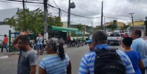 Moradores foram à rua exigir da prefeitura mais respeito à saúde pública